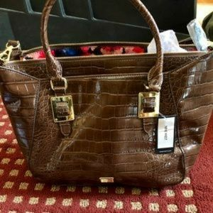 Large epic scales tote